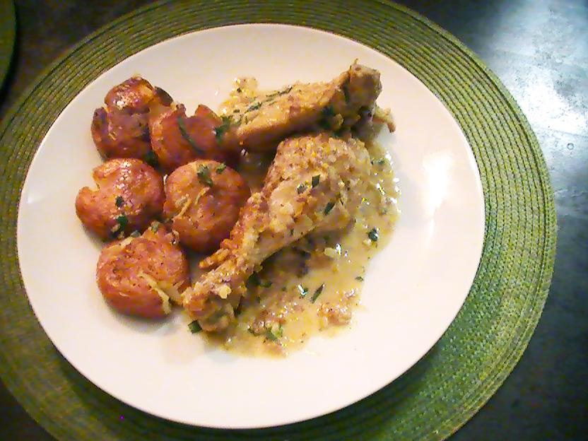 Pollo en Salsa de Vino Blanco con Crema y Papas Aplastadas